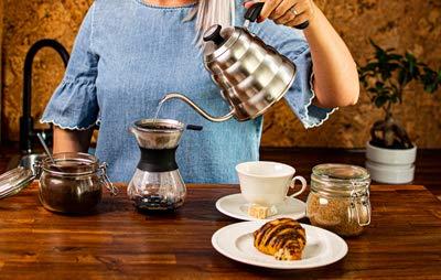 Schwanenhals-Wasserkocher–Kaffeekessel-mit-Thermometer–Praezisionsauslauf–fuer-Kaffee-und-Tee-dreilagiger-Boden-rostfrei-fuer-alle-Herdplatten-12-l