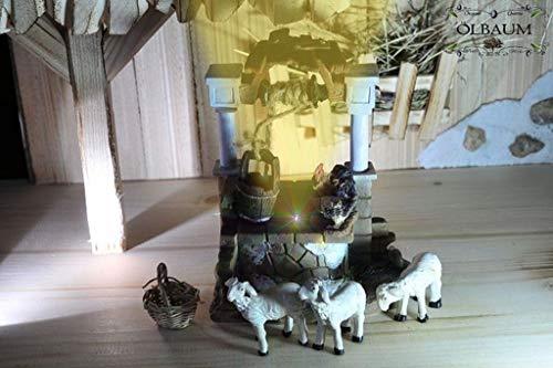 Oelbaum Krippenbeleuchtung Krippendeko - Ziehbrunnen, orientalischer Brunnen, mit 4 Tieren (Schafe, Hühner), LED-Brunnenlicht + EIN-AUS-Schalter und Lämpchen + Körbchen/Holzkorb, Original-Krippenbel