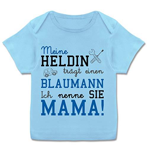 Anlässe Baby - Meine Heldin trägt einen Blaumann Mama - 68-74 - Babyblau - Muttertag - E110B - Kurzarm Baby-Shirt für Jungen und Mädchen