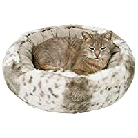 Plush/suede look bed Polyester cover and polyester fleece filling Cover removable Non-slip bottom Available in white/beige colour Good value High quality design