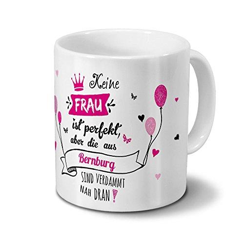printplanet Tasse mit Namen Bernburg - Motiv Keine Frau ist Ideal, Aber. - Namenstasse, Kaffeebecher, Mug, Becher, Kaffeetasse - Farbe Weiß