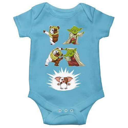 Body bébé Manches Courtes Garçon Bleu Parodie Star Wars - Gremlins - Yoda, Un Ewok et Gizmo - Fusion !! YAHA !! (Body bébé de qualité supérieure de Taille 3 Mois - imprimé en France)