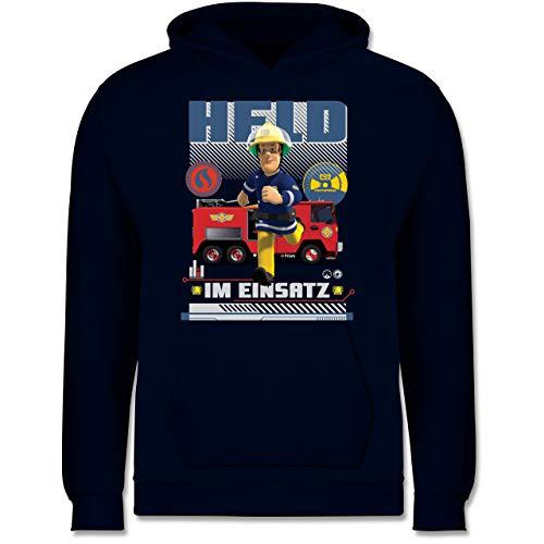 Shirtracer Feuerwehrmann Sam Jungen - Held im Einsatz - 128 (7/8 Jahre) - Navy Blau - Feuerwehrmann Sam - JH001K - Kinder Hoodie
