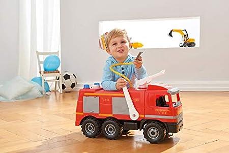 Lena Starke Riesen Feuerwehrauto