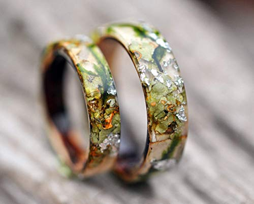 Forest ring with birch, tree bark, forest moss and golden flakes. Nature inspired engagement rings made from natural moss.