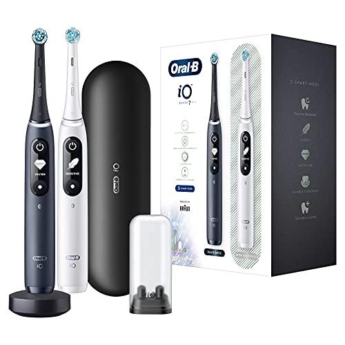 Oral-B iO 7 Doppelpack Elektrische Zahnbürste/Electric Toothbrush mit revolutionärer Magnet-Technologie & Mikrovibrationen, 5 Modi, 2 Aufsteckbürsten, Display & Reiseetui, white alabaster/black onyx