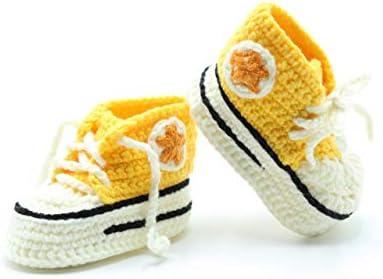 Patucos Converse de ganchillo hechos a mano para bebé de 0-3 meses de color Amarillo. Handmade & Crochet.