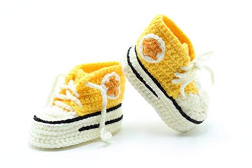 Patucos Converse de ganchillo hechos a mano para bebé de 0-3 meses de color Amarillo. Handmade &...