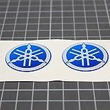 N. 2 - Adesivi resinati, effetto 3D GOMMATO - Stemma logo decal compatibile con YAMAHA targa moto, kit da 2 pezzi diapason blu e bianco- per SERBATOIO o CASCO