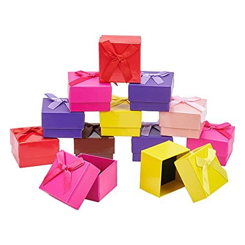 NBEADS 24 cajas de cartón, 5 x 5 x 3,5 cm, cajas de papel, cajas de regalo con lazo y esponja negra para pulseras, collares, pendientes, pendientes, 6 colores
