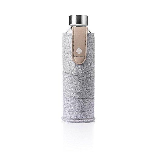 Equa Trinkflasche Mismatch Sand Sky 550 ml - Glasflasche mit Schutzhülle - Wasserflasche mit Filzhülle - Designer Trinkflasche aus Borosilikatglas 0,55 L