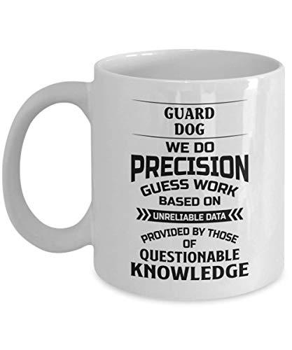 Taza de perro guardián - Hacemos un trabajo de precisión basado en datos poco fiables - Taza de té y café de cerámica novedosa y divertida Regalos geniales para hombres o mujeres con caja de regalo