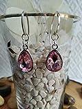 Pendiente de Plata y cristal de roca en color rosa con un diseño elegante.