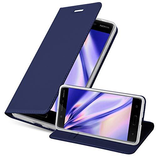 Cadorabo Hülle für Nokia 5-2017 - Hülle in DUNKEL BLAU – Handyhülle mit Standfunktion & Kartenfach im Metallic Erscheinungsbild - Hülle Cover Schutzhülle Etui Tasche Book Klapp Style