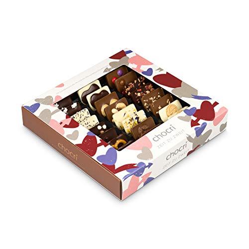chocri 'Zeit zu zweit' ❤ - 24 handgemachte Schokoladen-Tafeln mit verschiedenen Zutaten in einer Geschenkbox - perfektes Geschenk zum Valentinstag, zum Jahrestag - Geschenk für Paare - Fairtrade Kakao