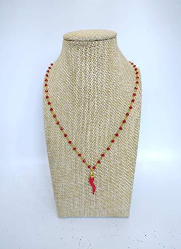 Collana girocollo stile rosario realizzata a mano con filo di colore oro, cristalli di colore rosso e ciondolo portafortuna cornetto rosso.