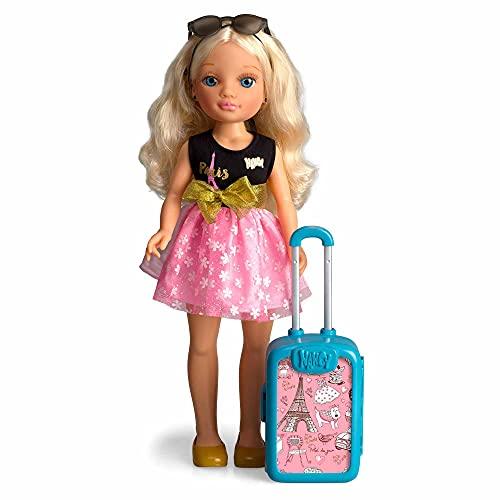 Nancy - Chic Viaja A París, con una Maleta Rosa para Guardar Todos los Accesorios de Viaje y de Belleza de la muñeca, Juguete para niñas y niños a Partir de 3 años Famosa, (700015341)