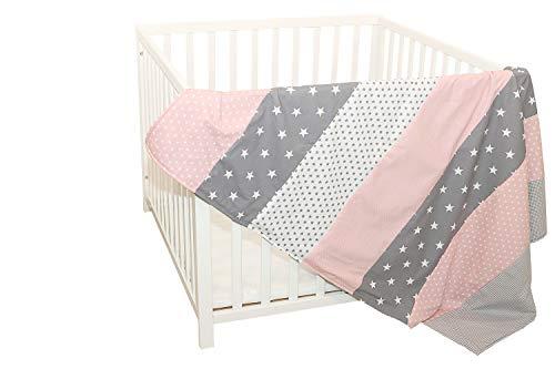 ULLENBOOM ® Babydecke 100x140 cm Rosa Grau (Made in EU) - Baby Kuscheldecke aus ÖkoTex Baumwolle und Fleece, perfekt als Kinderwagendecke oder Spieldecke geeignet, Design: Sterne, Punkte, Patchwork