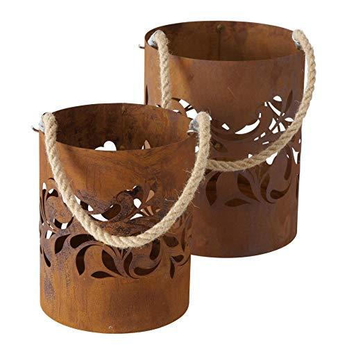 CasaJame Metall Leuchter Kerzenleuchter Windlichter 2er Set Sortiert Rost Optik braun mit Motiv Ornament Stanzung und Hängekordel H21 D17cm / H25 D20cm