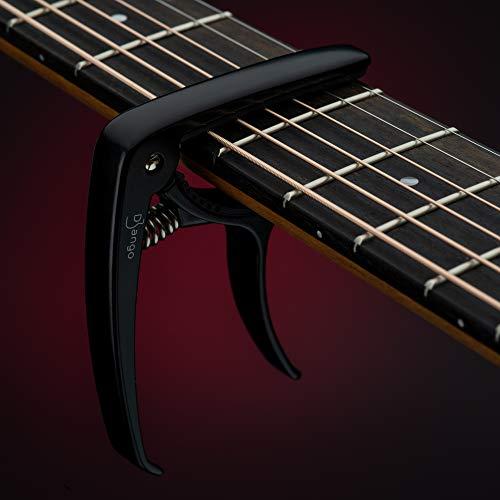 Django Gitarre Capo von Pick Geek | Kapodaster für Akustik, E-Gitarre, Ukulele, und Konzertgitarren | Schwarz | mit Quick Release und Peg Abzieher | Extra Silikon Polsterung für eine Snug Grip