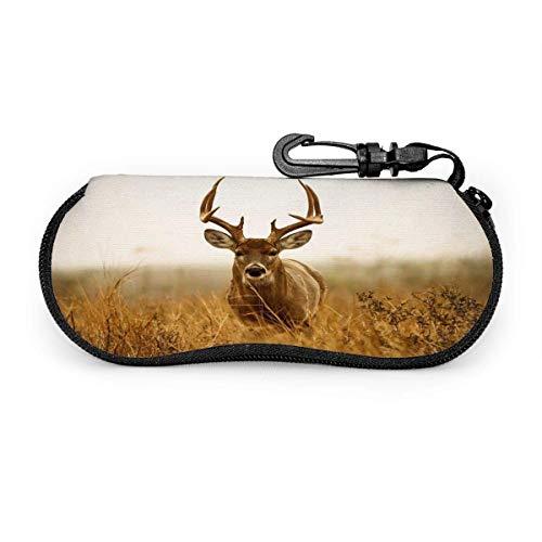 Estuche para gafas de sol con diseño de ciervo en el pasto, resistente a los arañazos, portátil, para gafas de sol de viaje, ligera, con clip de gancho, unisex