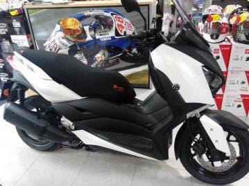 Funda Cubre Asiento Xtreme Bike para Scooter o Moto Yamaha X-Max 300cc. Diseñada y confeccionada en Barcelona.