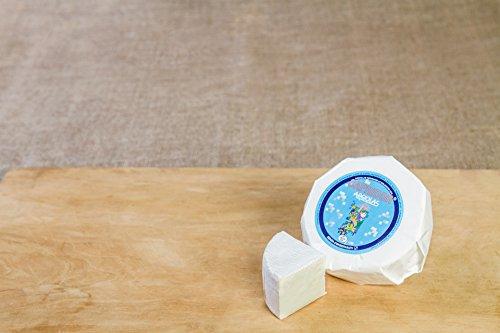 Formaggio caprino muffettato prodotto dagli artigiani sardi di Argiolas Formaggi, rinomata azienda casearia di Dolianova (Sardegna). Formaggio di capra dalla crosta edibile ricoperta dal penicillium a