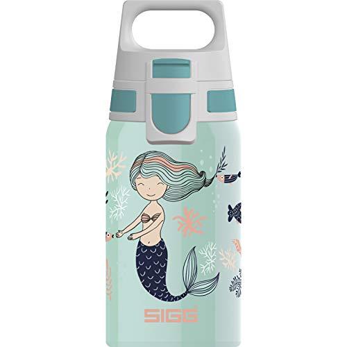 SIGG Shield One Atlantis Kinder Trinkflasche (0.5 L), Edelstahl Kinderflasche mit auslaufsicherem Deckel, einhändig bedienbare Wasserflasche