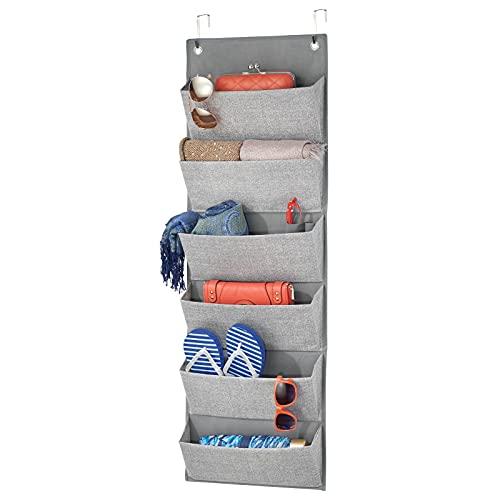 mDesign Colgador de ropa sin taladro – Organizadores de armarios con 6 bolsillos – Percheros para puerta multiusos para colgar en el dormitorio, el lavadero o el pasillo – gris