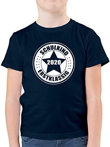 Einschulung und Schulanfang - Schulkind 2020 - Erstklassig - 128 (7/8 Jahre) - Dunkelblau - Schulkind 2019 Shirt - F130K - Kinder Tshirts und T-Shirt für Jungen