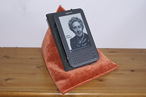 "Edge Beanbags Techbed: Tablet Ständer für iPad, iPad Mini, iPad Air, iPad Air 2, Surface, 7"" tablet, 10"" tablet und ebook Reader, 25 cm x 25 cm x 31 cm sitzsack. 25cm x 25cm x 31cm (WxHxD) Made in England (Terrakotta Orange)"
