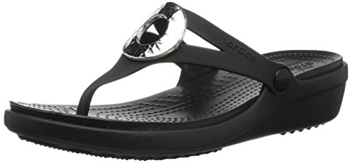 crocs - Frauen Sanrah Hammered Metallic Wedge Flip, 33.5, Black/Black