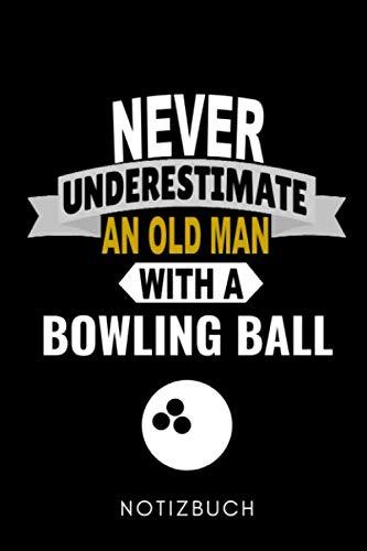 NEVER UNDERESTIMATE AN OLD MAN WITH A BOWLING BALL NOTIZBUCH: A5 TAGEBUCH Geschenk für Bowlingspieler | Bowlingbuch | Kegeln | Bowling | Kegelspiel | Mannschaft | Bowlingfan | Bowler | Sport | Männer