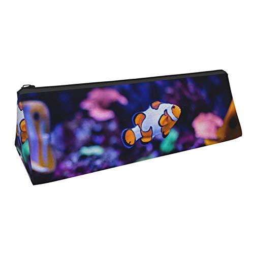 Clownfisch im Aquarium Bleistiftetui Tragbare stilvolle Dreieck-Bleistift-Tasche mit Reißverschluss Kosmetik-Tasche Tasche für Jungen Teenager Erwachsene Schüler Schule
