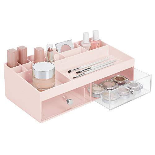 mDesign Organizador de cosméticos – Prácticas cajas para maquillaje con 2 cajones y 15 compartimentos para pintaúñas, talco y más – Cajoneras de plástico para cosmética – rosa/transparente