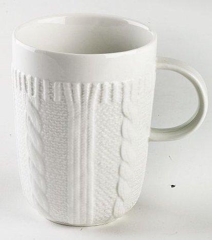 Becher / Mug aus Porzellan, weiß, in schicker Strickoptik, aus der Kollektion Pullover von TOGNANA. 350 ml. Volumen