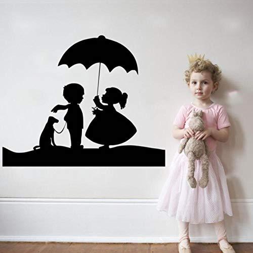 Muursticker 28X43cm Schattig Meisje en Jongen met Hond en Paraplu Mooie Zwarte Applique Kan Verplaatsen PVC Behang Home Decoratie Moderne Waterdichte Zelfklevende Kunst Creatieve DIY