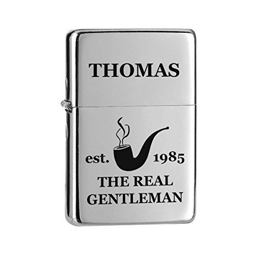 polar-effekt Chrom-Optik Sturmfeuerzeug mit Gravur - Personalisierte Benzin-Feuerzeug mit Geschenketui - Geschenk für Männer, Papa oder Freuend - Motiv Real Gentleman