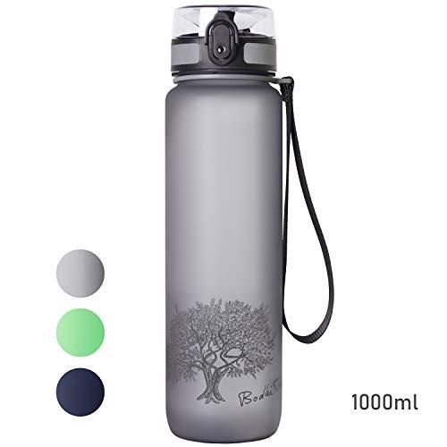 Bodhi Tree Trinkflasche BPA frei / 650ml 1L / Wasserflasche - auslaufsicher - leicht - nachhaltig - mit Fruchteinsatz/Tritan Sportflasche für Yoga, Fitness und Outdoor Sport (Grau 1, Liter)