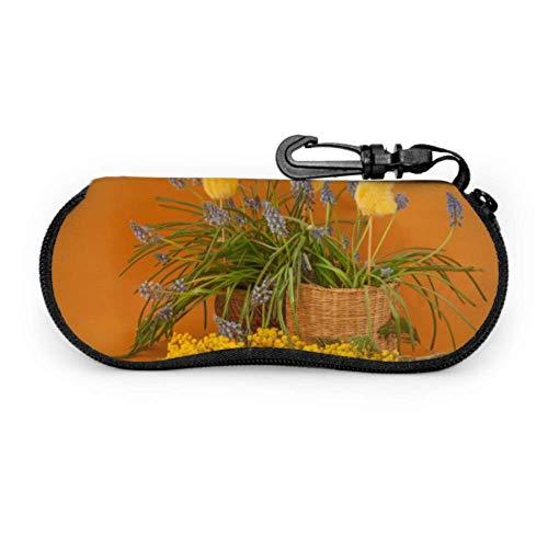 Estuche para gafas, Blooming Muscari Mimosa Chicken Stickers en gafas de sol color mostaza Estuche blando Estuche ultraligero de neopreno con cremallera y mosquetón, Estuche para anteojos para hombre
