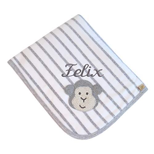 bellybutton Babydecke mit Ihrem Wunschnamen in der abgebildeten Stickschrift bestickt 90 cm x 60 cm grau weiß gestreifte Namensdecke mother nature & me Bio Affe morning grey personalisiert