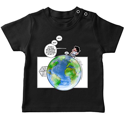 T-Shirt bébé Noir Olive et Tom - Captain Tsubasa parodique Olivier et Atone : Le Plus Grand Terrain de Foot du Monde ! (Parodie Olive et Tom - Captain Tsubasa)