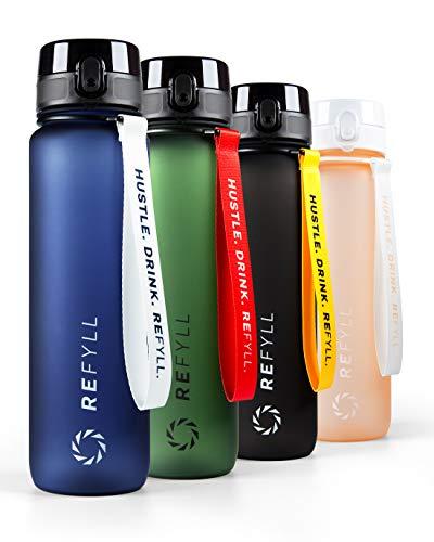 """REFYLL X Trinkflasche 1L """"Go"""" I Trinkflasche Sport 1000ml -BPA Frei I Auslaufsichere Fitness Trinkflasche mit Fruchteinsatz I Ideale Wasserflasche für Getränke, Sport, Uni, Arbeit, Gym (Navy Blue)"""