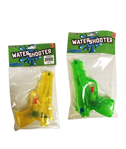 Fun Central 12 Pieces - Water Shooter in Bulk for Pool and Outdoor Games - Yellow and Green
