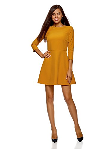 Vestido amarillo entallado con espalada cruzada