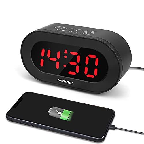 Reacher Réveil Numérique LED, Réveil Matin avec Fonction Snooze, 0-100% Luminosité Réglable, Port De Charge USB pour Téléphones et Tablettes, Reveil Digital Compacte Alimentée (Pas de Prise Secteur)
