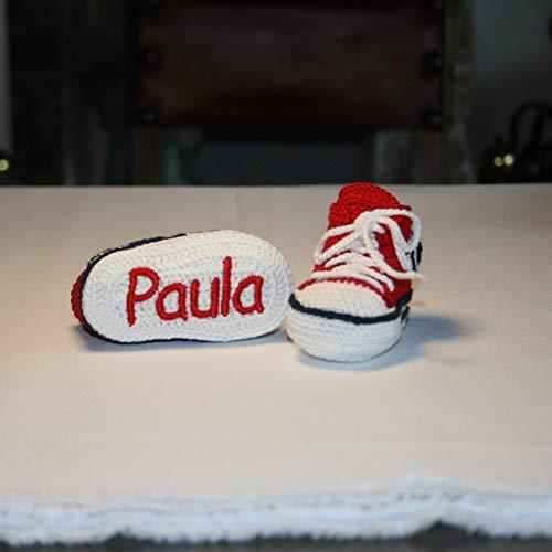 Zapatillas converse bebé hechas a mano en ganchillo y personalizadas con el nombre bordado en la suela