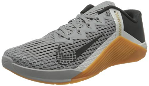 Nike Metcon 6, Zapatillas de fútbol Unisex Adulto, Lt Smoke Grey Dk Smoke Grey Summit White Gum Med Brown Mtlc Gold, 40.5 EU