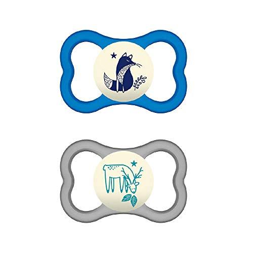 MAM Chupete Air Night S242 - Escudo con orificios extra grandes para Pieles Sensibles, de Silicona SkinSoftTM ultrasuave, para Bebés de 16+ meses, Azul (2 unidades), con caja auto Esterilizadora