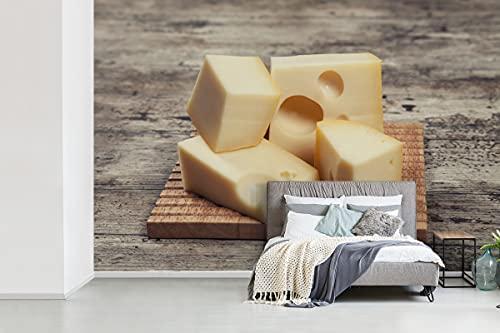 Fotobehang vinyl Kaas - Plankje met blokjes kaas breedte 600 cm x hoogte 400 cm - Foto print op behang (in 7 formaten beschikbaar)